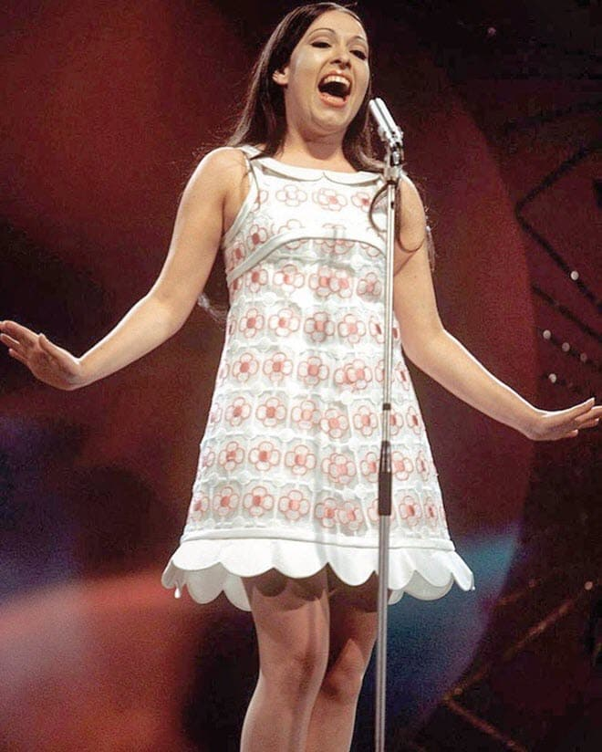 Массиэль на сцене Евровидения в лондонском Королевском Альберт-Холле в 1968 году