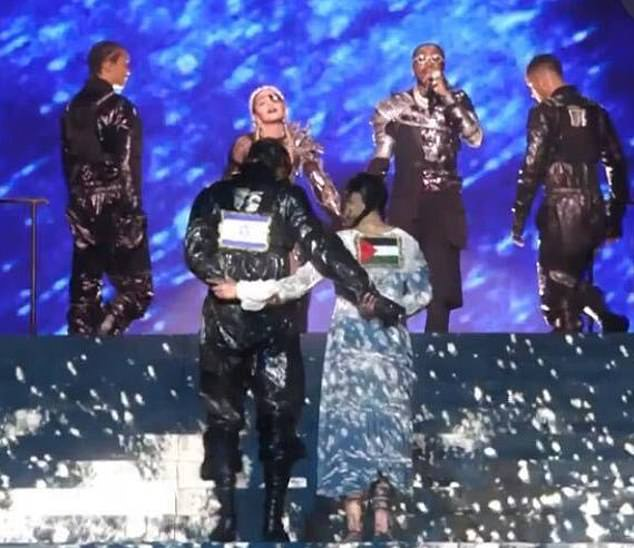 Выступление Мадонны с флагами Израиля и Палестины