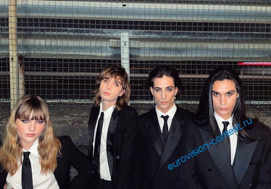 4 участника группы Монескин