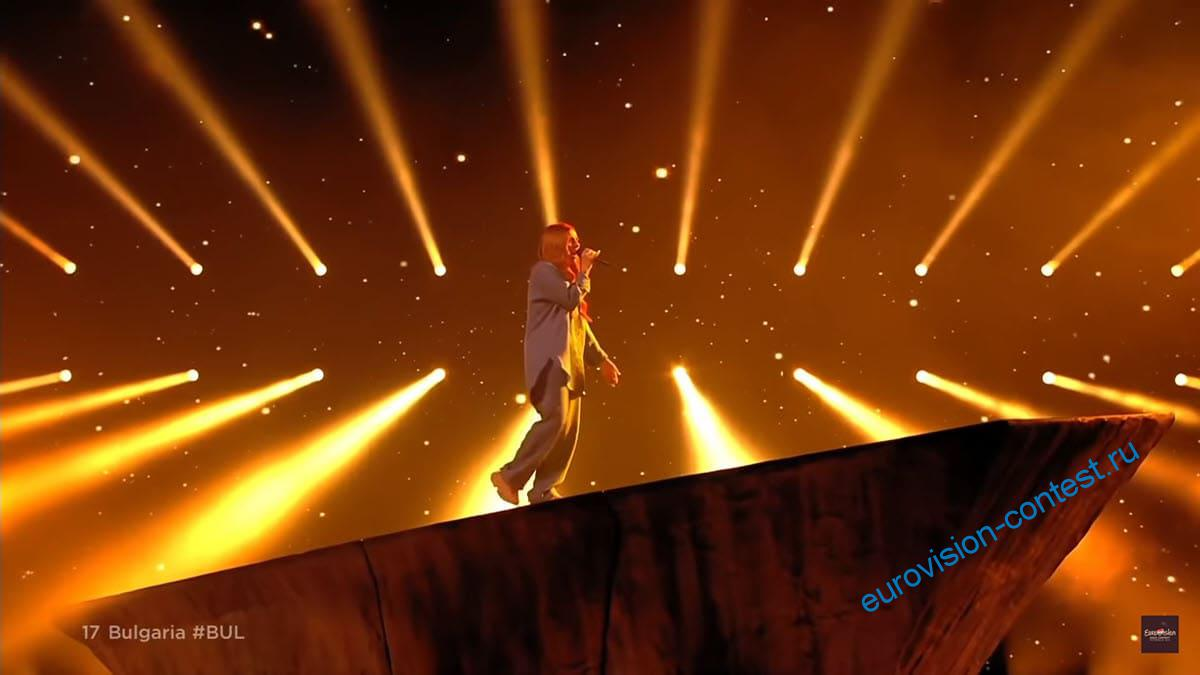 Выступление VICTORIA в финале Евровидения 2021 с песней Growing Up Is Getting Old