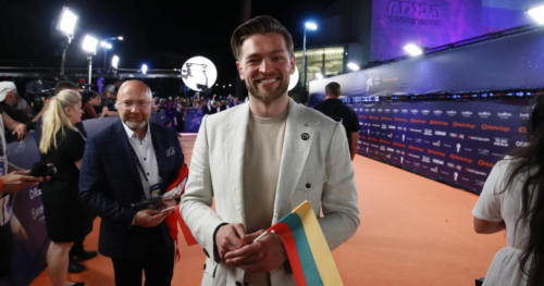 Jurij Veklenko from Lithuania shining on the Orange Carpet